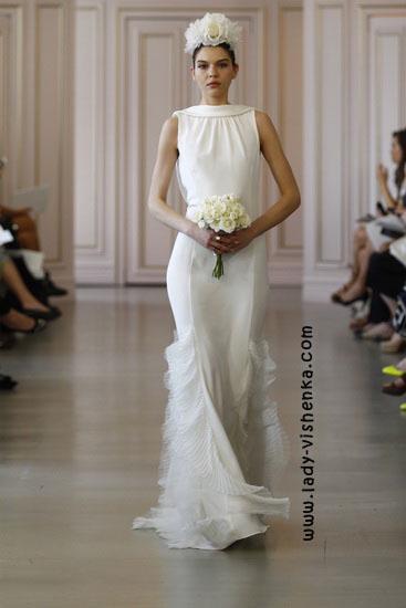 Весільну сукню з закритими плечима Oscar De La Renta