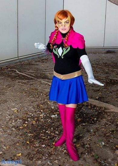 Анна - супергерой на Хеллоуїн