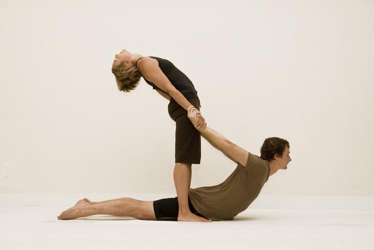 Йога для двох - Піднялася кобра