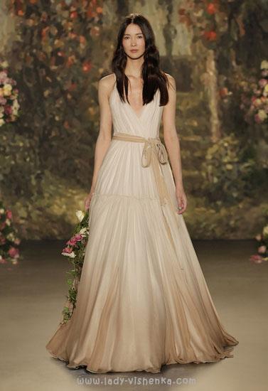 Весільна сукня кольору айворі