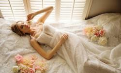 Мереживне весільне плаття - мініатюра
