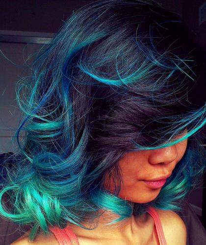 Зелений колір волосся. Морські хвилі