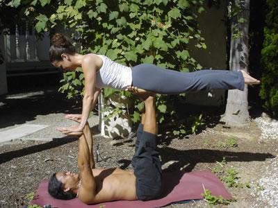 Пози йоги для двох