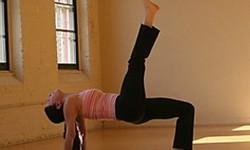 Пози йоги - треногий стіл