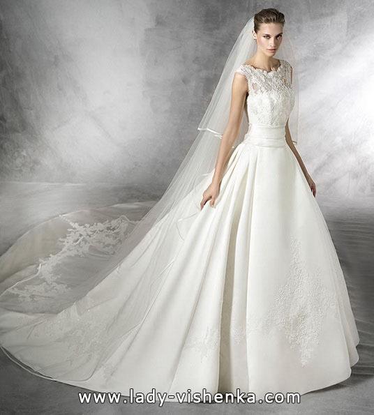 Весільну сукню в стилі принцеса - Pronovias