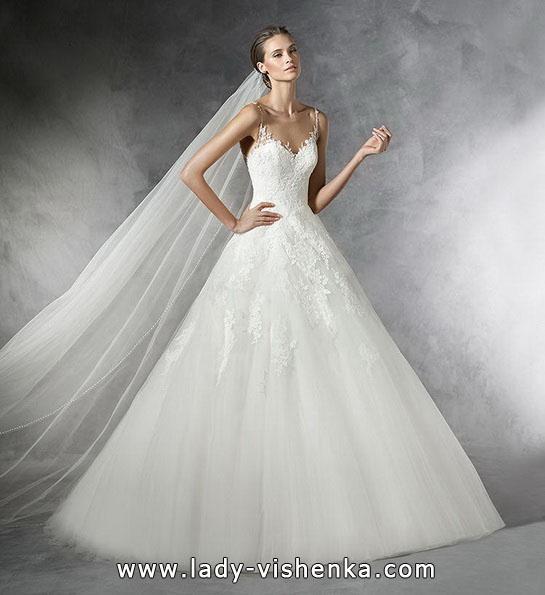 Весільну сукню принцеси з фатою - Pronovias