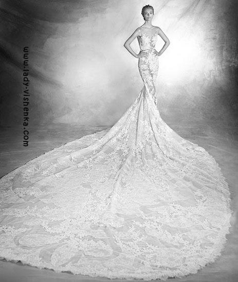 Мереживне плаття з шлейфом Pronovias