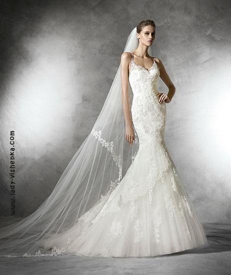 Весільну сукню рибка з багатошарової спідницею Pronovias