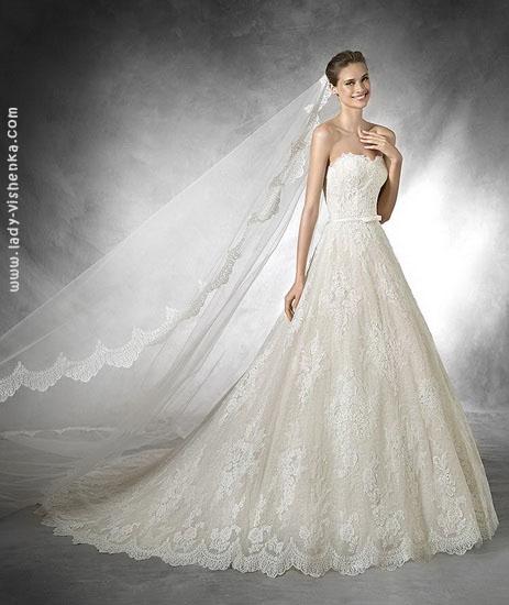 Весільна сукня А-силуету з фатою Pronovias