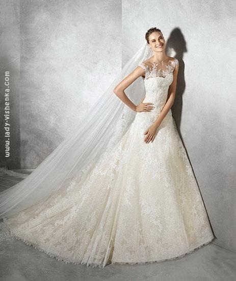 Весільну сукню айворі Pronovias