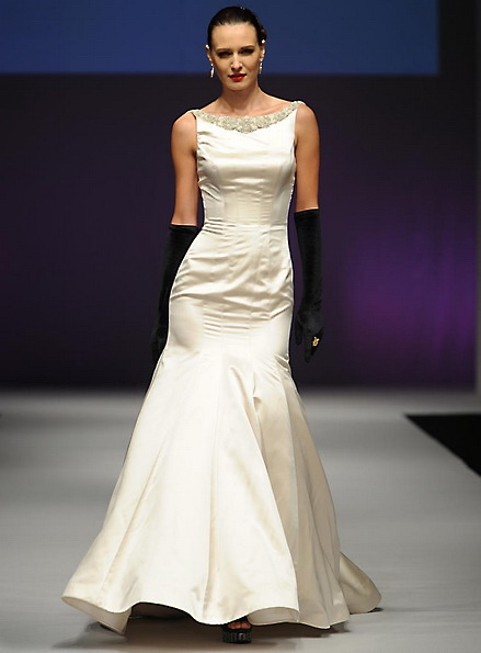 Весільну сукню з атласу - русалочка - Yumi Katsura