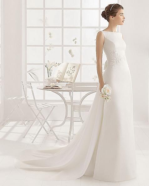 Атласна весільна сукня зі шлейфом Aire Barcelona 2016