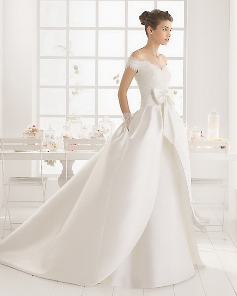 Весільну сукню з атласу зі шлейфом - Aire Barcelona 2016