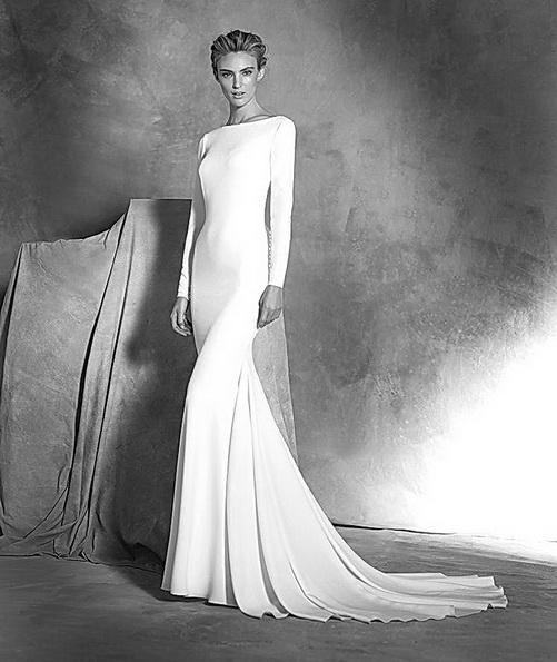 Весільну сукню з атласу зі шлейфом і рукавами - Pronovias 2016