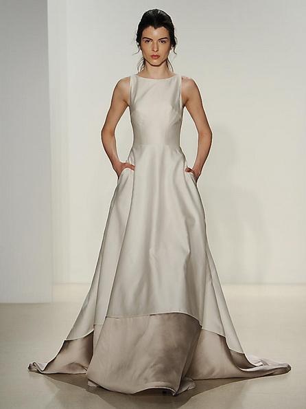 Атласна весільна сукня зі шлейфом Kelly Faetanini 2016