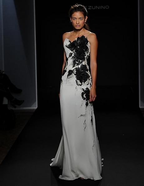 Атласна весільна сукня зі шлейфом Mark Zunino 2016