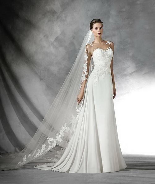 Красиве атласна весільна сукня з фатою і шлейфом - Pronovias 2016