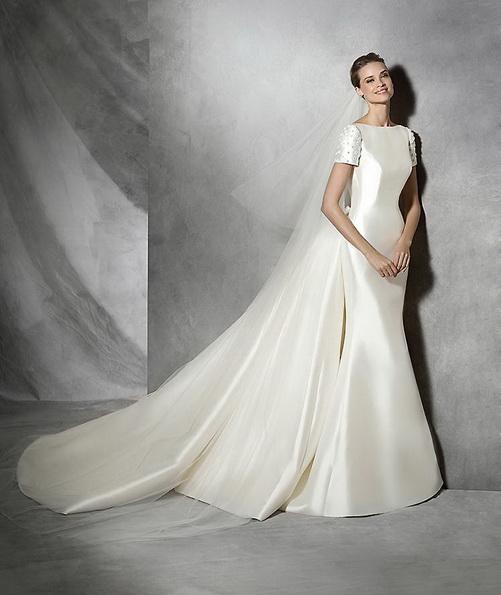 Атласна весільна сукня русалонька зі шлейфом - Pronovias 2016