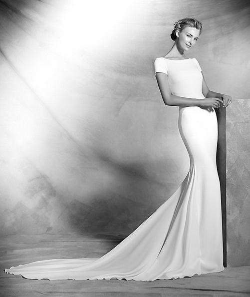 Пряме атласна весільна сукня зі шлейфом - Pronovias 2016