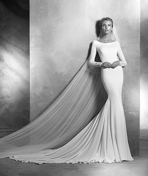 Весільну сукню з атласу зі шлейфом - Pronovias фото 2016