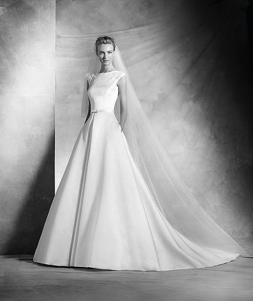 Класичне атласна весільна сукня зі шлейфом - Pronovias 2016