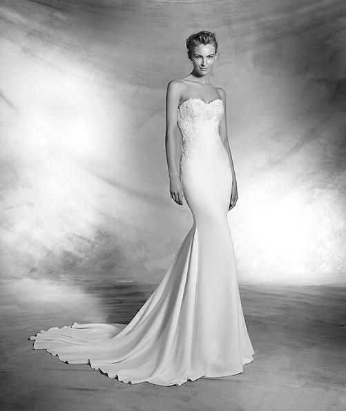 Атласна весільна сукня зі шлейфом - Pronovias новинки 2016
