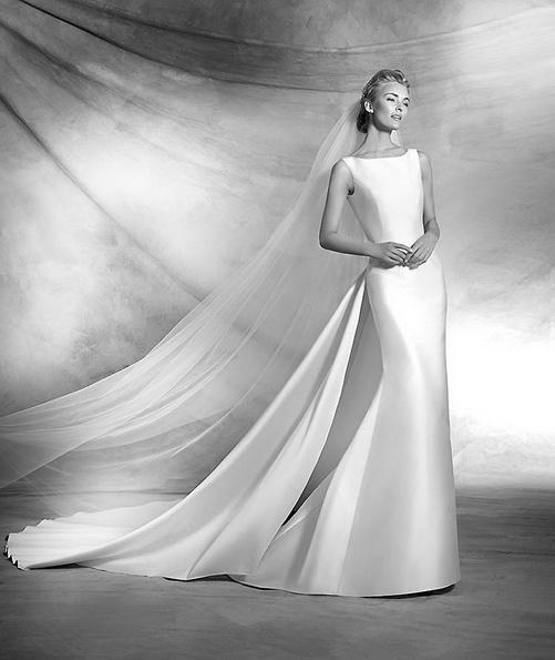 Просте атласна весільна сукня зі шлейфом - Pronovias 2016