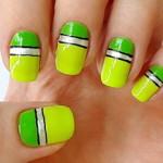 Річний дизайн нігтів (лінії)