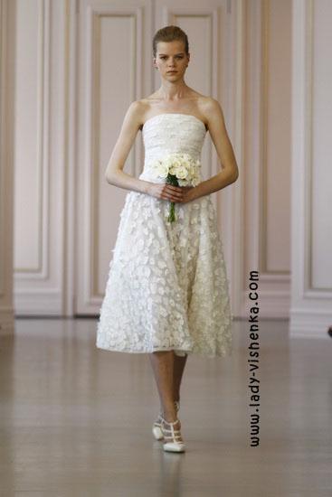 Весільні сукні короткі мереживні Oscar De La Renta