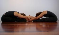 Пози йоги для двох - подвійний бутерброд