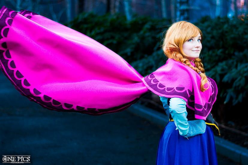 Красивий костюм Анни на Хеллоуїн