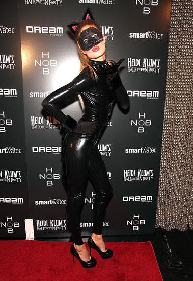 Знаменитості у костюми на Хеллоуїн - Жінка - кішка