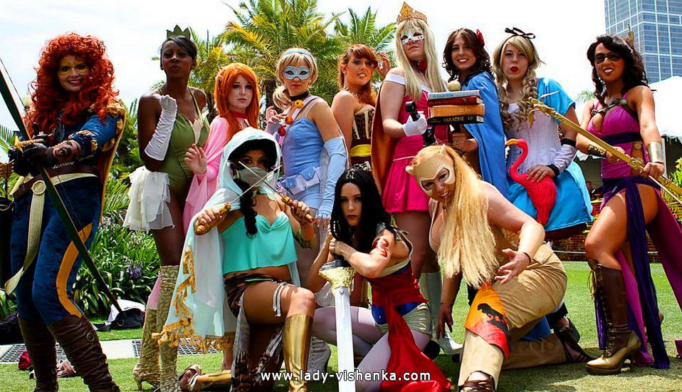 Диснеївські принцеси на Хеллоуїн - супергерої