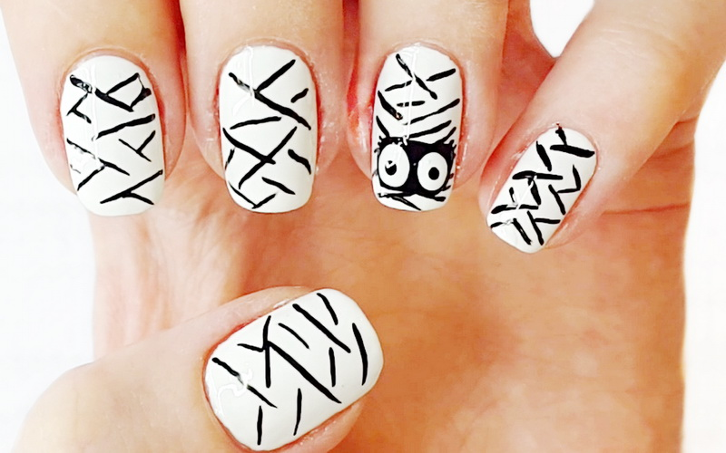 Мумія - дизайн нігтів на Хеллоуїн