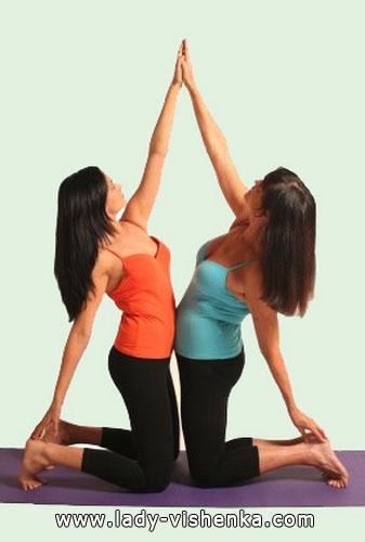 Йога для двох - Подвійна бічна розтяжка