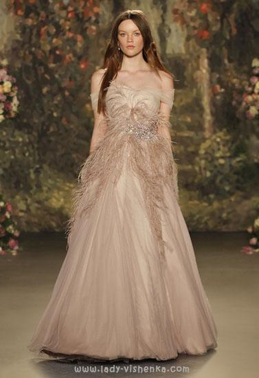 Весільну сукню айворі