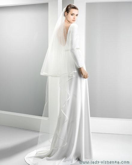 Весільну сукню з фатою Jesus Peiro