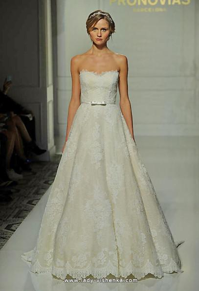Довга мереживна весільна сукня 2016 - Pronovias