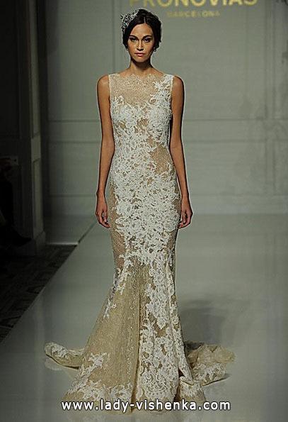 Весільну сукню з мереживом - рибка