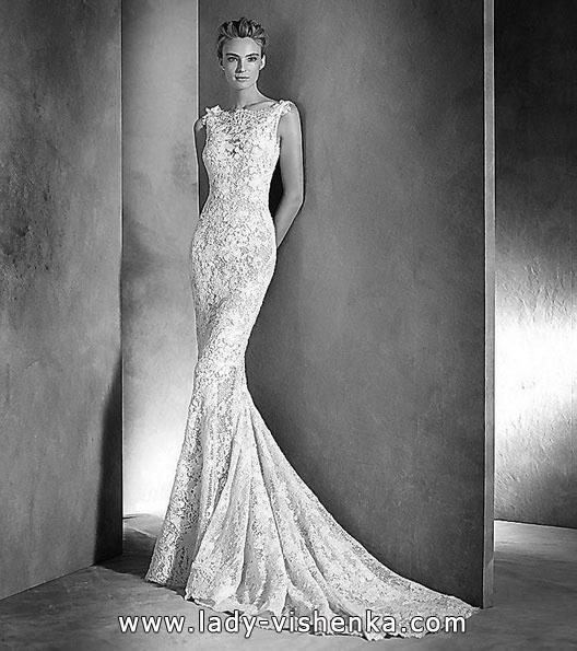 Мереживна весільна сукня зі шлейфом - фото
