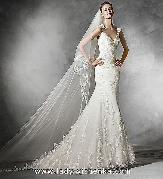 Весільну сукню з мереживом - рибка - Pronovias