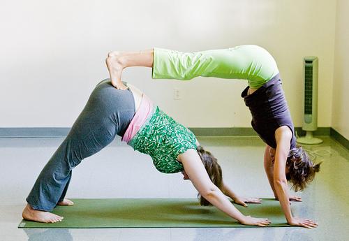Йога пози для двох