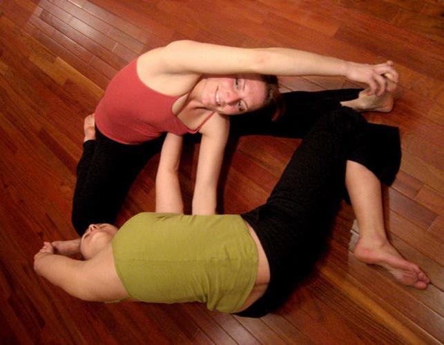 Пози йоги для двох - Подвійні ворота