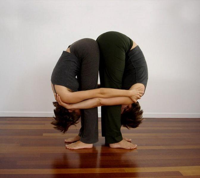 Прості пози йоги для двох