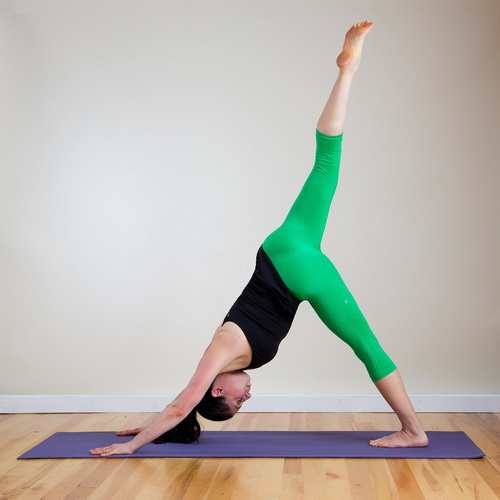 Пози йоги треногая собака