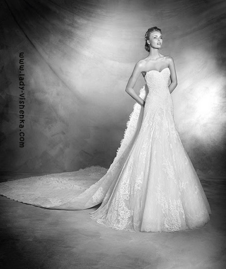 Весільне плаття і фата Pronovias
