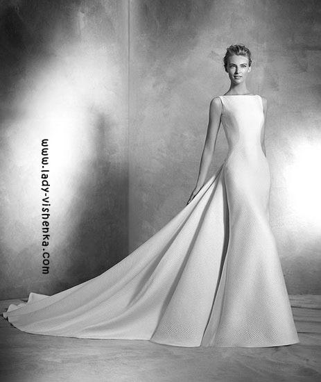 Весільні сукні з шлейфом Pronovias