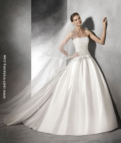 пишні Весільні сукні зі шлейфом Pronovias