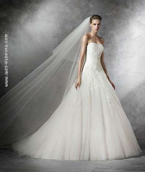 Красиве весільне плаття А-силуету Pronovias