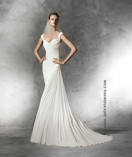 Пряме весільну сукню з шлейфом Pronovias